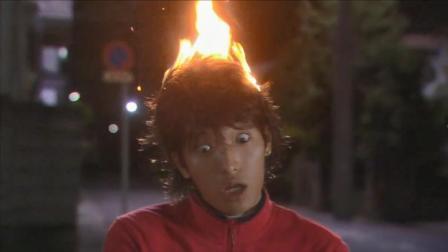 男子头顶着火自燃而亡,物理教授42次试验完美破解杀人手法!