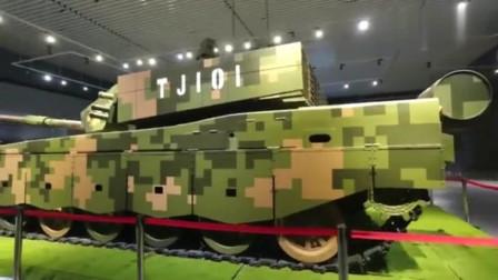 实拍中国99A主战坦克,现场看太震撼了,令敌人闻风丧胆