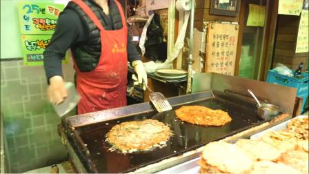 韩国街头小吃,绿豆煎饼,可以加海鲜、鸡蛋,街头快餐