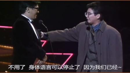 当年黄霑为张学友颁奖,司仪不让霑叔说话,憋着霑叔想耍流氓