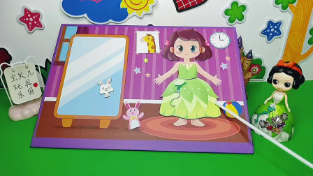 白雪把自己的裙子送给了小女孩!小女孩又可以开心的唱歌啦!