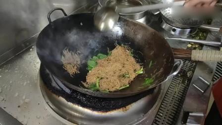 米粉怎么炒不粘锅?看大厨的手法,今天终于学会了