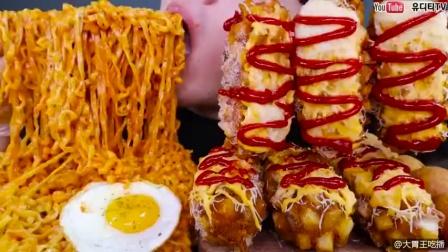 韩国大胃王:美食吃播小哥今天吃披萨和热狗!!真是胃口大开啊