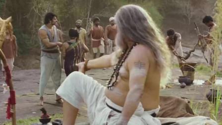 印度三哥又开挂,跃身跳过悬崖抓住对面树枝,结果现场翻车