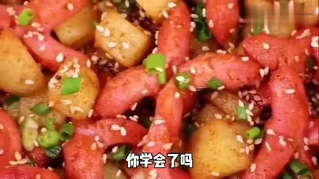 土豆和火腿肠这样做,这味道真是太上头啦,一大家子吃,真过瘾啊