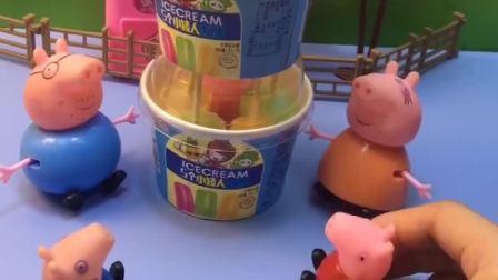 小猪佩奇过生日,猪爸爸和猪妈妈送了冰激凌蛋糕,乔治也想要