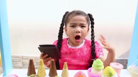 国外儿童时尚,安妮和苏瑞给孩子们一起玩冰激凌玩具