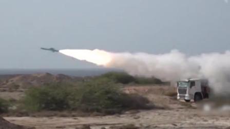 """现场!伊朗演练攻击美""""航母""""模型 导弹击中后武装快艇团团包围"""