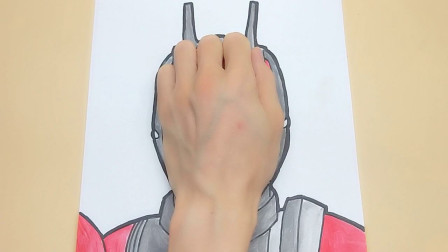 只需手掌放在普通纸手绘假面骑士帝骑,画法简单又帅气的手势画