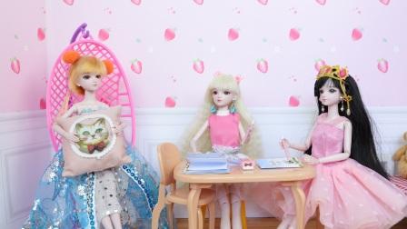亮彩和莫纱去罗丽家补暑假作业,只有亮彩没写完