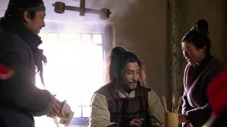 林冲风雪天偶遇故人,被引导店里盛情款待,热茶好酒一样不少!