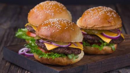 孩子暑假早餐吃什么?大厨教您洋葱牛肉汉堡做法,肉嫩多汁,真香