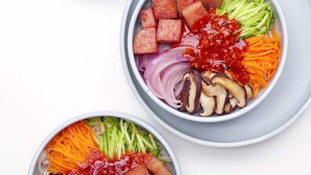 韩餐经典组合~韩式拌面配南瓜羹