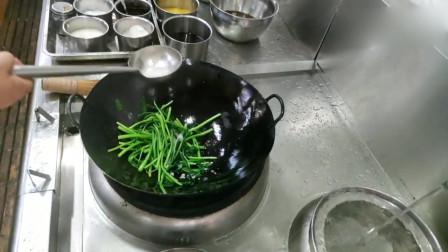 想吃青菜还是来酒店,大厨这青菜炒的一点毛病都没有,你觉得呢