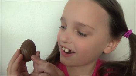 国外儿童时尚,小萝莉有一个巧克力蛋,奶奶也想吃