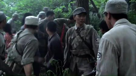 我国军民骨肉相连血浓于水,八路军战士为救群众挡住了鬼子的子弹