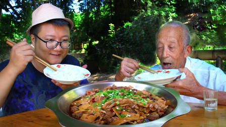 """吃竹笋的季节到了,秘制一份""""竹笋烧鸭""""香辣够味,越啃越香"""