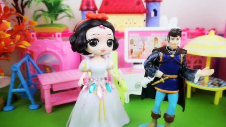 王子把白雪的生日蛋糕送给贝儿!真是欺人太甚!