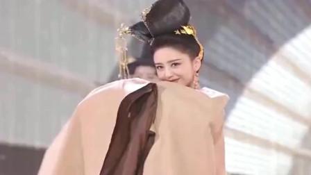 佟丽娅《芒种》眼神戏太足了,站那就是风景画,一跳舞真的太美了!