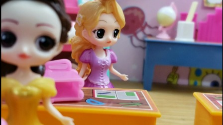 白雪公主故事 同学们都想得到漫画书,结果贝儿赢下了成语比赛