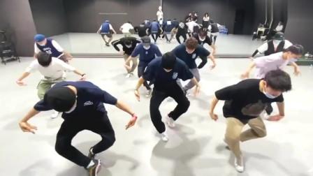 《街舞三》忍者团The Kinjaz编舞,王嘉尔队长带团队在舞蹈室辛苦排练!