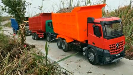 汽车玩具视频 多辆装满沙子的卡车忙碌工作