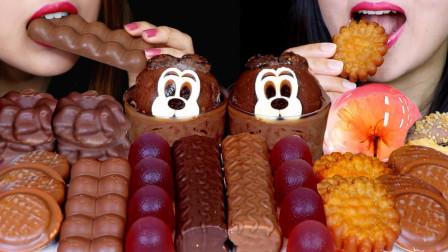 """韩国ASMR吃播:""""巧克力慕斯蛋糕+泡沫巧克力+棉花糖+果冻"""",听这咀嚼音,吃货姐妹花吃得真馋人"""