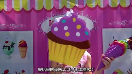 小萝莉开冰淇淋店,客人买东西不付钱,警察叔叔来帮忙