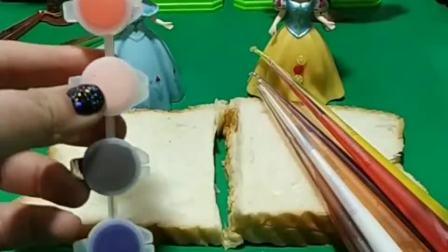 王后让白雪和贝儿给自己做彩虹果酱面包,白雪给王后做了不同口味的果酱面包,白雪真棒!