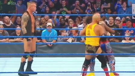 WWE:兰迪·奥顿太坏了,带人围攻科菲,还送上超级RKO