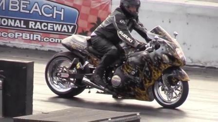 哈雷摩托车中看不中用 起步瞬间让铃木隼胆寒!