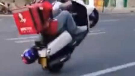 肯德基外卖员街头炫技单轮飙车 公开道歉:给城市抹黑了