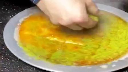 西班牙美食,这是他们这边的披萨,放上抹茶粉才算完成这道美食!
