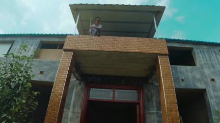 农村小别墅装修,二哥说8个窗户只需2000元,老三直呼太便宜!