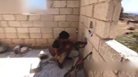 """实拍叙利亚战场画面,悄悄地躲在角落""""放冷枪""""!"""