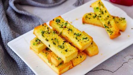 吐司别只会做早餐,教你新吃法,简单一烤香甜酥脆,好吃到舔手指