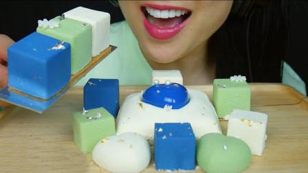 造型迷你可爱的方块慕斯蛋糕,口感细腻丝滑,每一块都充满惊喜
