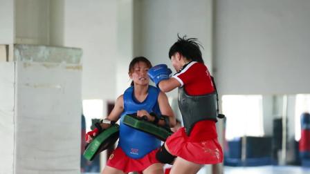 散打女孩训练时像小老虎一样,太霸气了,这场面你见过吗?