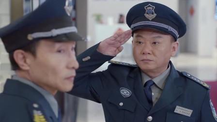保安队长来开会,身后空无一人,真是太尴尬了!