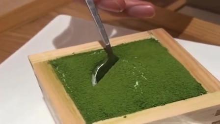 日本抹茶提拉米苏,味道很棒!就是吃着容易胖!