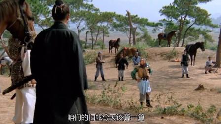 老电影,强盗进村打劫,不料村口抽烟的老伯是位高手,有好戏看了