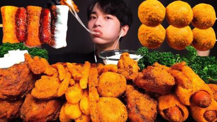 """韩国ASMR吃播:""""BHC烤年糕串+芝士棒+芝士球+薯条+调味炸鸡"""",听这咀嚼音,吃货小哥吃得真馋人"""