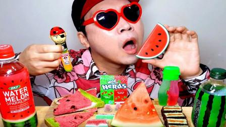 各种创意的西瓜零食,大叔搜罗一桌,真是别有味道