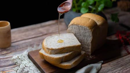 黑麦吐司日本最流行的吐司之一!在家做健康吐司,儿童老人减肥者的首选,绵软拉丝麦香浓郁一次能吃一个。