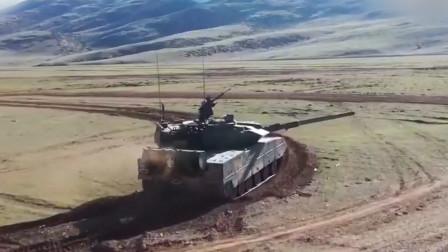 """解放军15轻坦高原开火!穿甲弹""""歼灭""""1800米外""""敌坦克"""""""