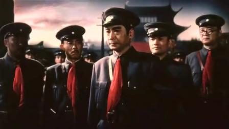伴随着轰隆的炮声,迎着敌人的子弹,我军将士奋勇敌解放南昌