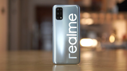 Realme V5 开箱体验:千元机配上旗舰级快充,体验奥利给?