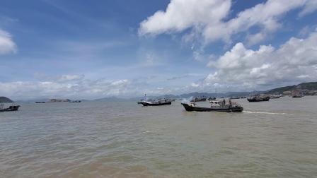 村花约美女闺蜜参加开渔庆典,百艘渔船出港的场面真壮观
