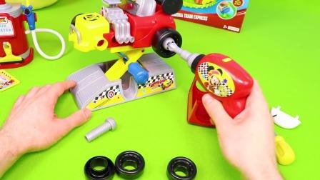 米奇和米妮老鼠玩具车厨房会所和玩具车儿童玩耍