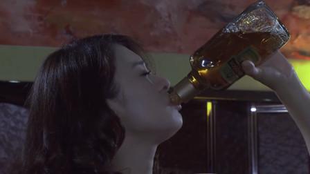 老板为难思佳,思佳为了单子当场吹一瓶红酒!老板瞬间被征服